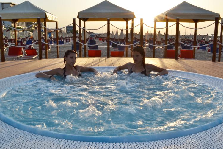 Badeurlaub italienische adria im neurenovierten 4 hotel direkt am strand mit all inklusive light - Whirlpool keller ...